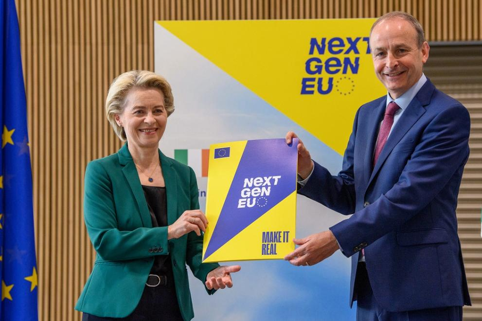 President von der Leyen presenting the Commission's assessment of Ireland's national recovery plan to Taoiseach Micheál Martin